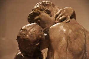 The-kiss-by-Auguste-Rodin--600x399