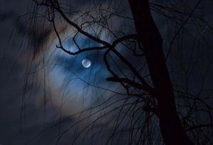 lluna amagada
