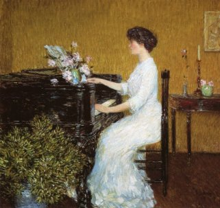 lady-playing-piano